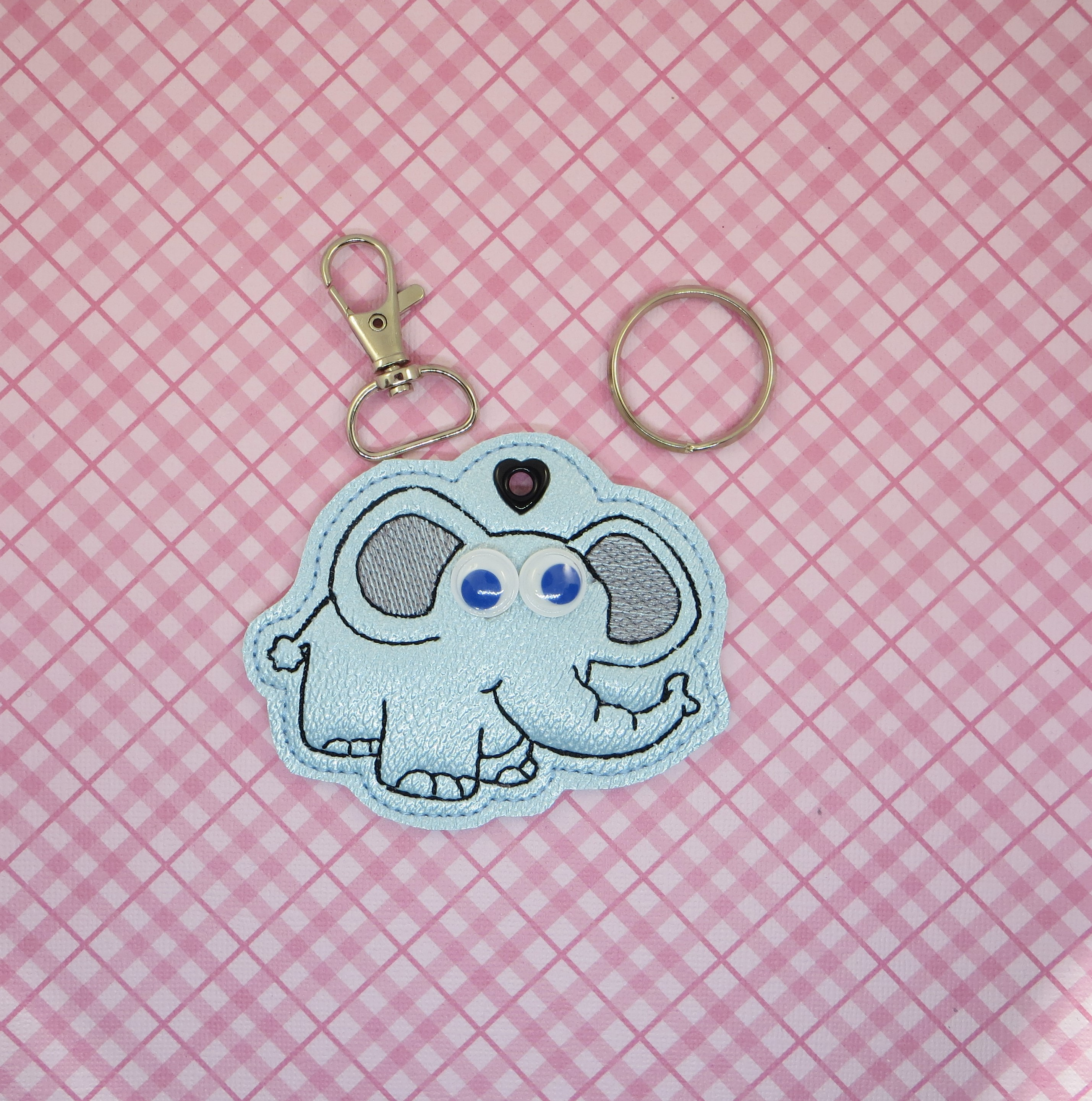 Googley Eyes Elephant Snaptab / Keyfob Embroidery Design