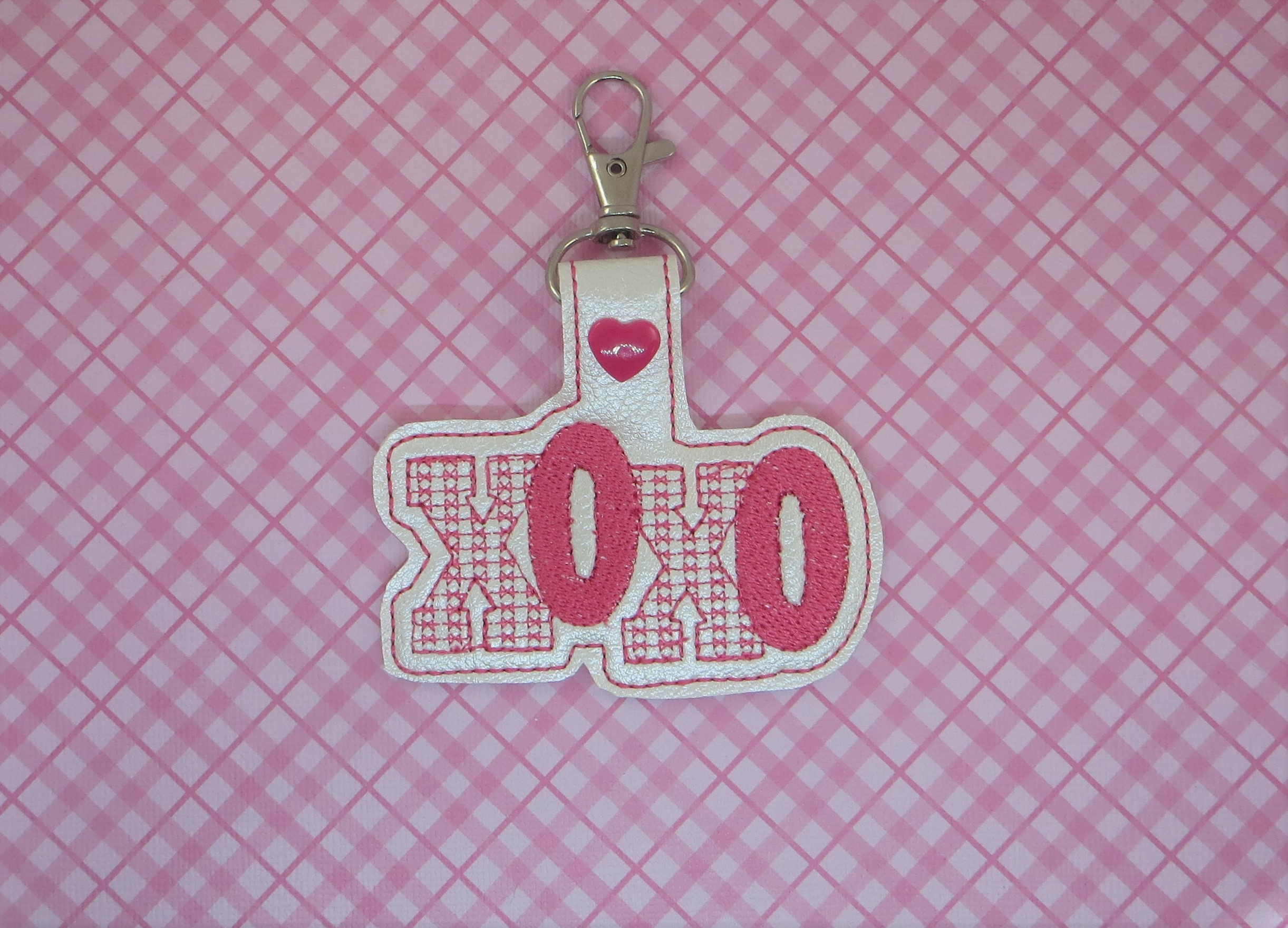 XOXO Snaptab / Keyfob Embroidery Design