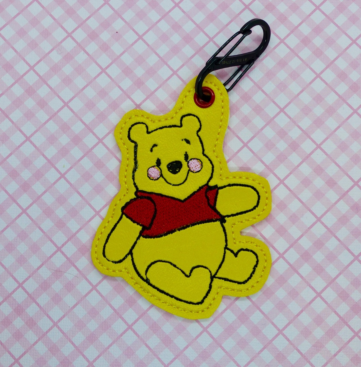 Honey Bear Sitting Snaptab / Keyfob Embroidery Design