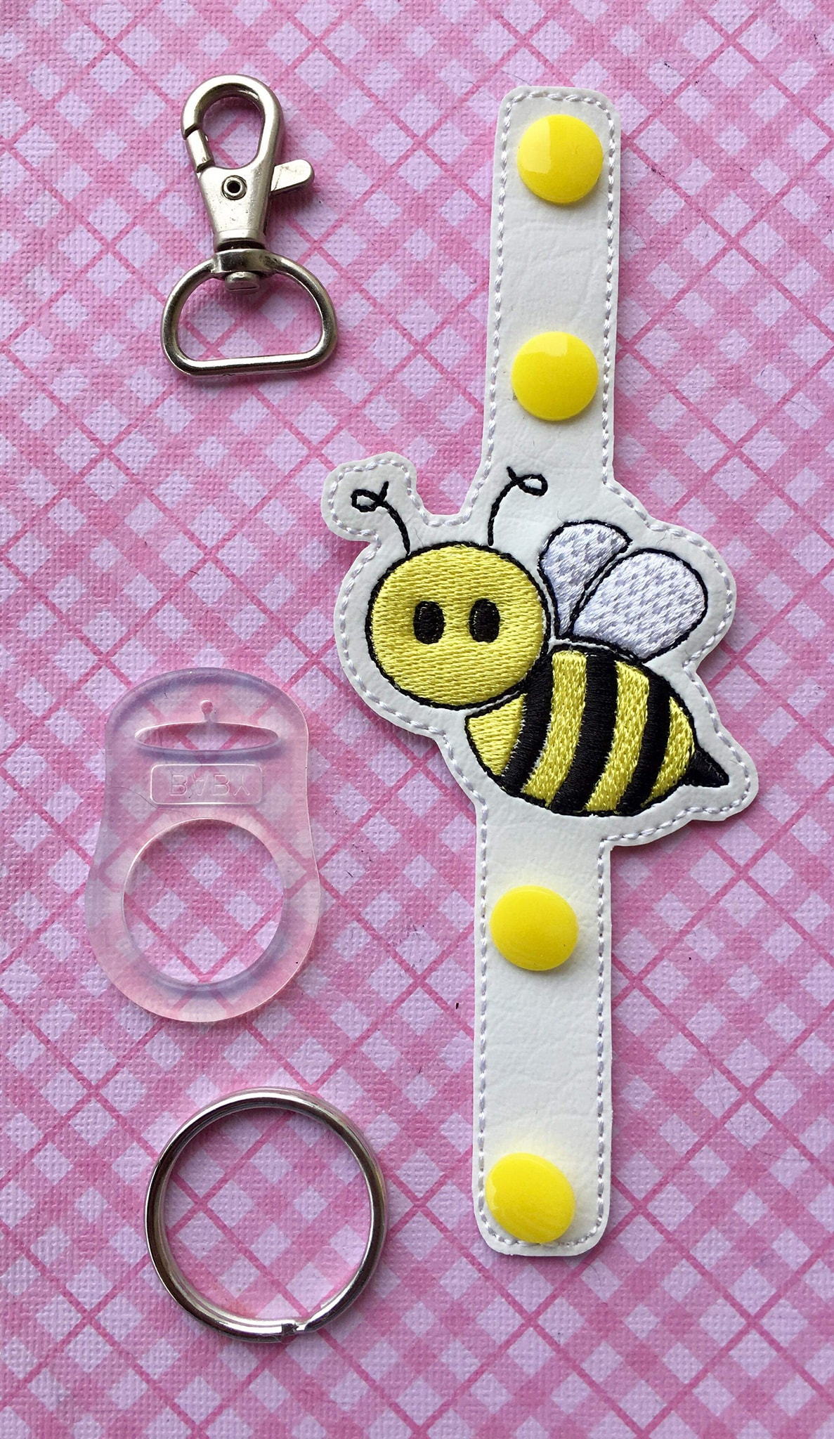 Bee Flying Water Bottle Holder Embroidery Design